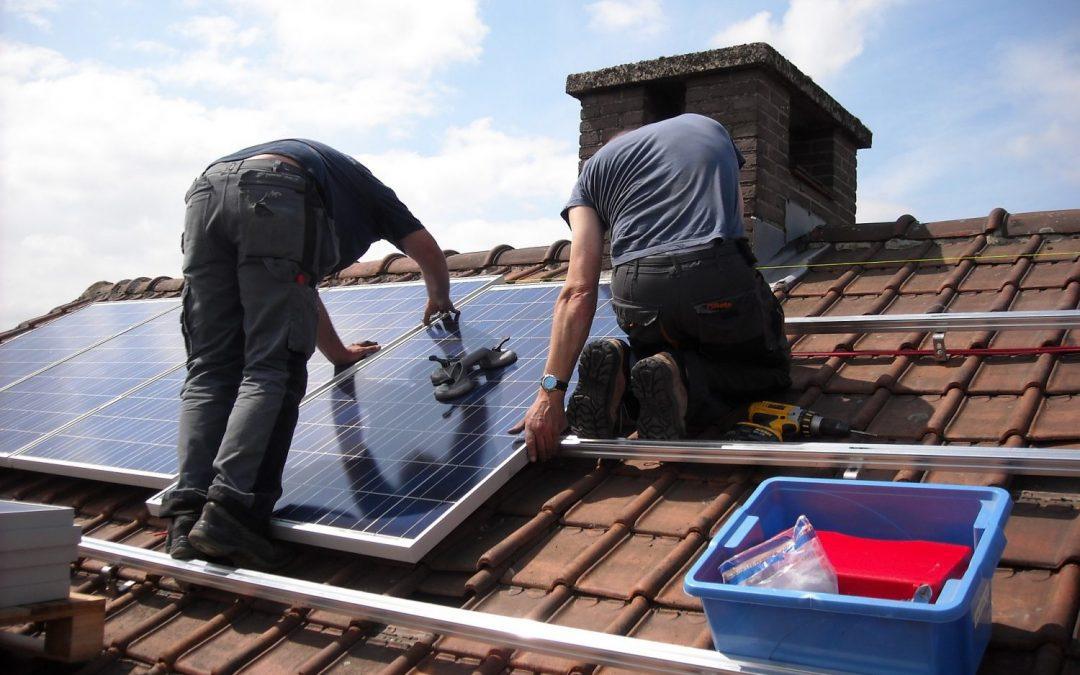 Aufdach-Montage und Installation einer Photovoltaikanlage